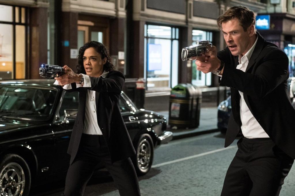 El Agente M (Tessa Thompson, izquierda) y el Agente H (Chris Hemsworth, derecha), la nueva dupla presentada para Men In Black: International.