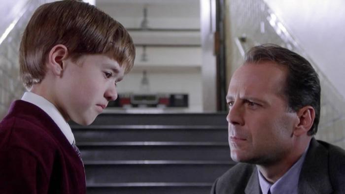Izquierda: Haley Joel Osment de niño. Derecha: Bruce Willis. Una gran dupla de una gran película.