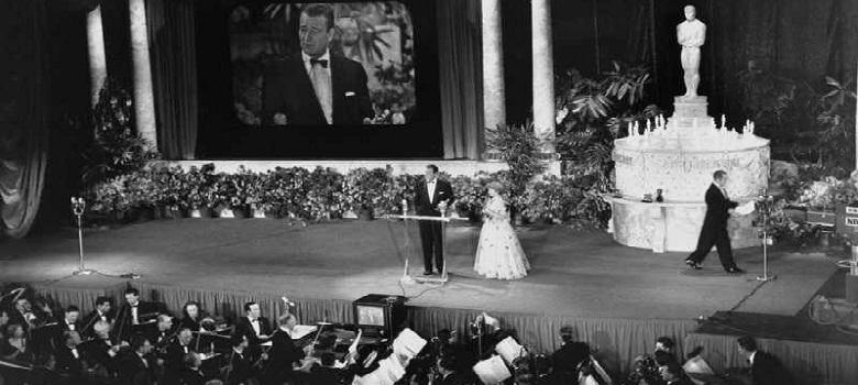 Foto de la primera transmisión de los premios Oscars (1953).