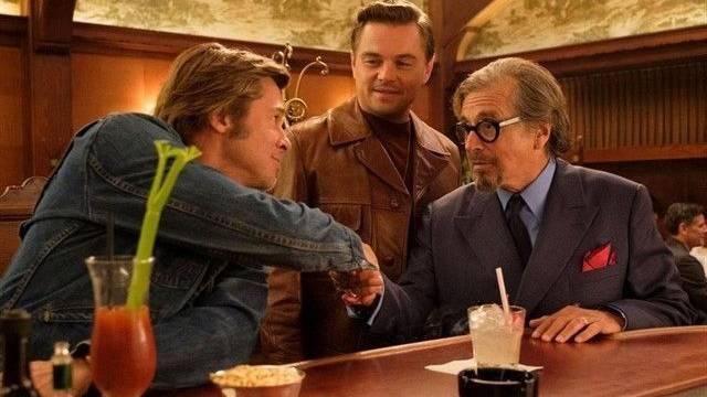 Brad pitt a la izquiera, medio di caprio y derecha Al Pacino