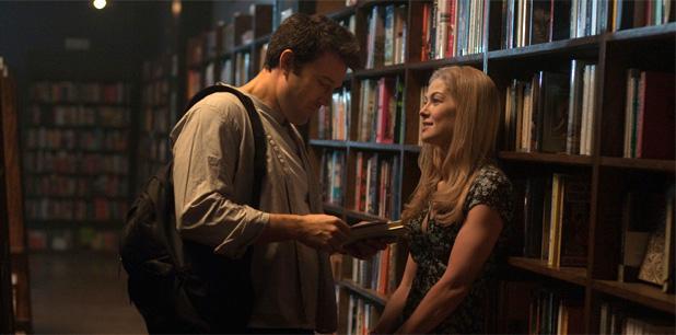 Nick Dunne (Ben Affleck) y Amy Dunne (Rosamund Pike) en Gone Girl (2014).