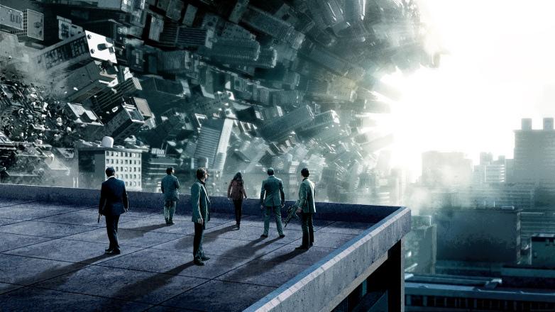 Imagen publicitaria de Inception, el elenco de espaldas, en un edificio, observando lo que puede suceder en un sueño.