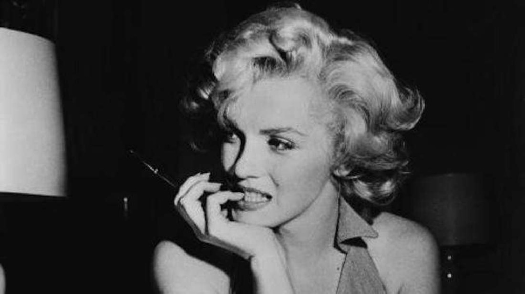 Marilyn Monroe fumando