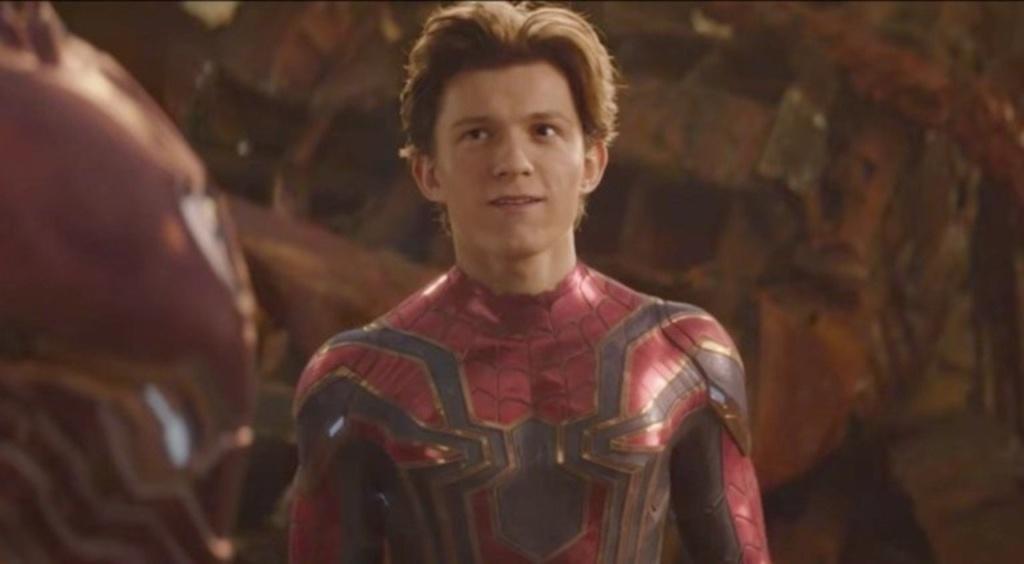 tom holland con el traje de spiderman en infinity war / cherry