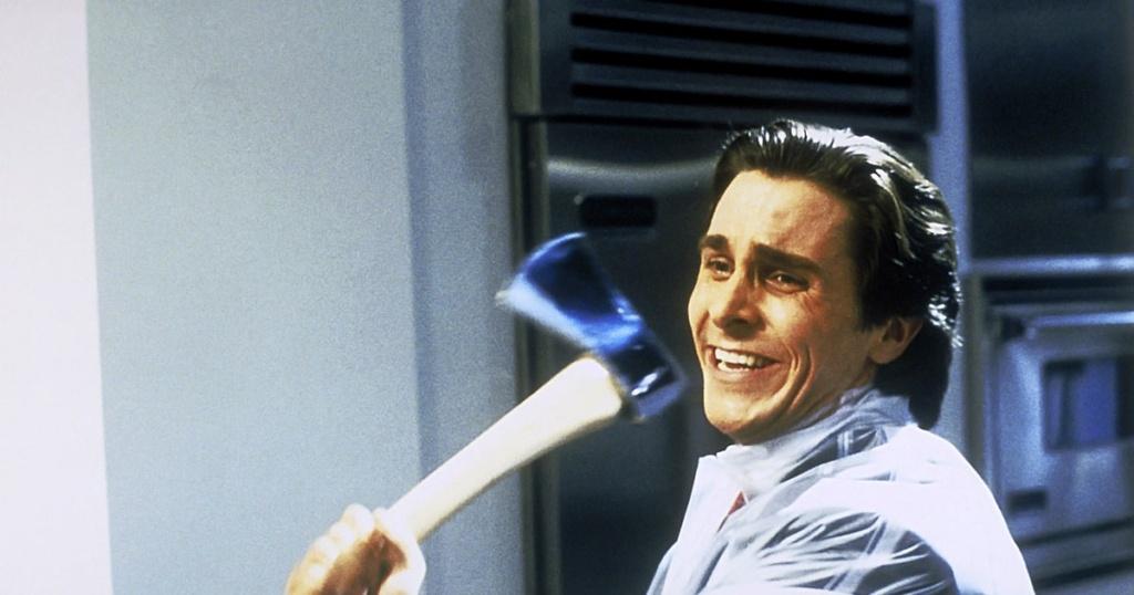 """De culto, clásico y hasta un meme, Christian Bale en """"American Psycho"""" (2000)."""