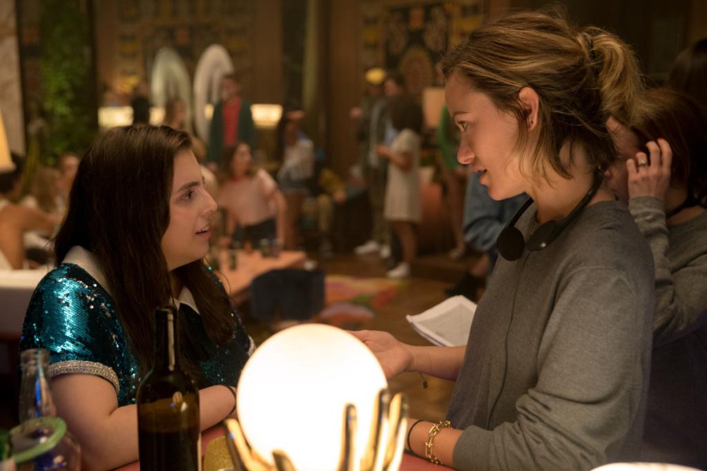 Olivia Wilde hablando con Feldstein durante el rodaje de una de las escenas.