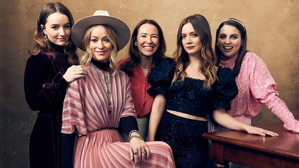 Olivia wilde, Beanie Steinfeld, Kaitlyn Dever y Billie Lourd, junto a una de las produtoras.