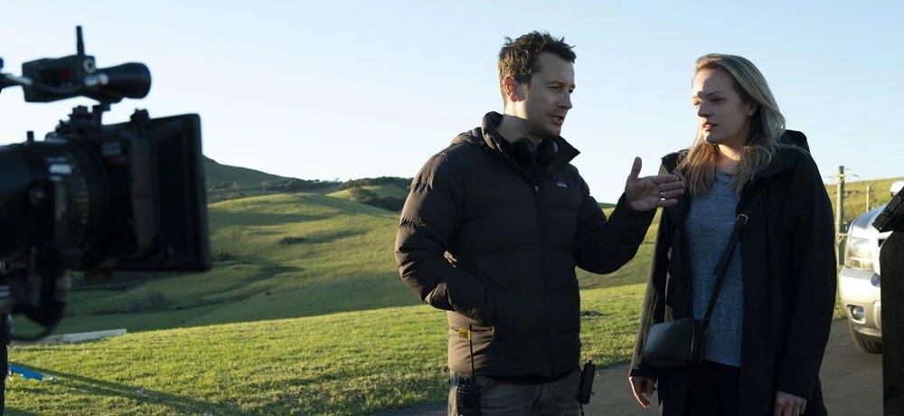 Leigh Whannell y Elisabeth Moss en el set de 'El Hombre Invisible'.